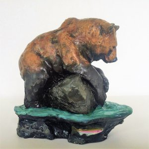 Eric Thorsen sculpture of grizzly bear fishing for trout