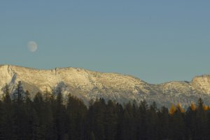 Lance Schelvan photo of moon rising over the Mission Range